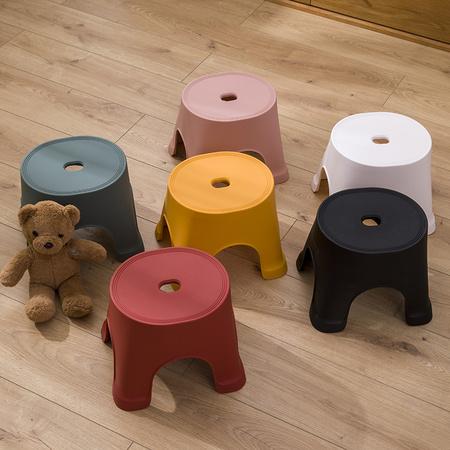XUANYANG 轩阳创意家居 塑料凳子 215*190mm 6色可选 6.8元包邮(需用券) ¥7